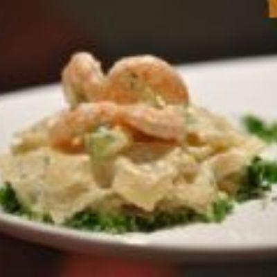 Macarrão ao molho de camarão e vinho branco