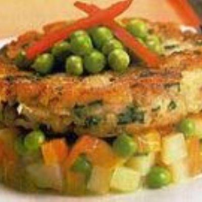 Hambúrguer de peixe com legumes