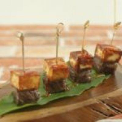 Canapé de carne de sol, queijo coalho e melado de cana
